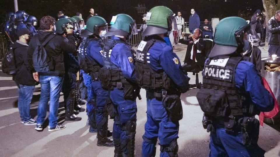Corps da polizia al limit pervia da corona