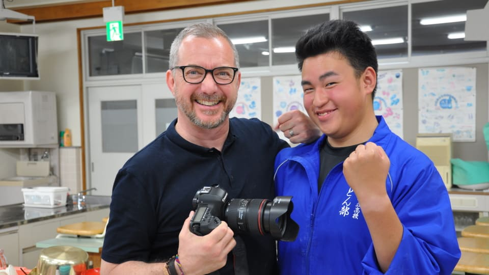 Rikiya Nakano und Patrick Rohr im Udon Nudel Club in Fujiyoshida