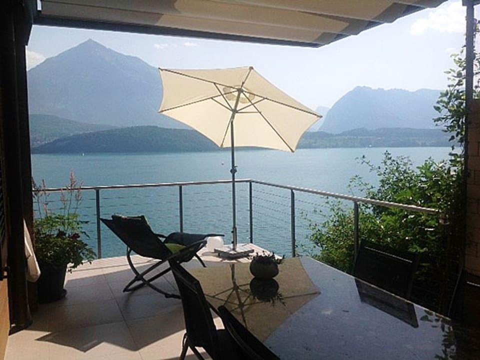 Balkon über dem See.