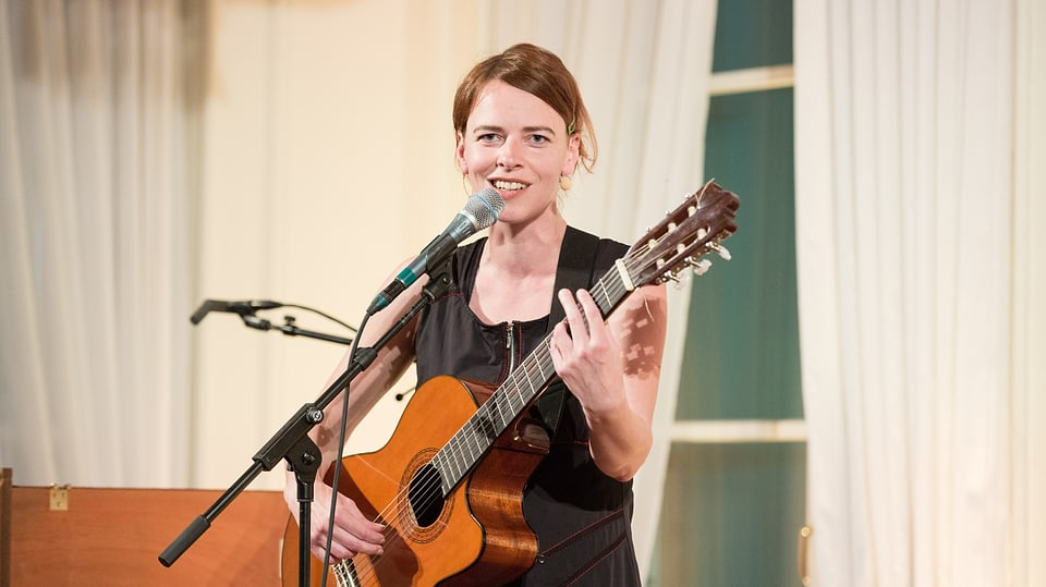 Sie kann sprechen, schreiben, singen, schauspielern und musizieren: Uta Köbernick.