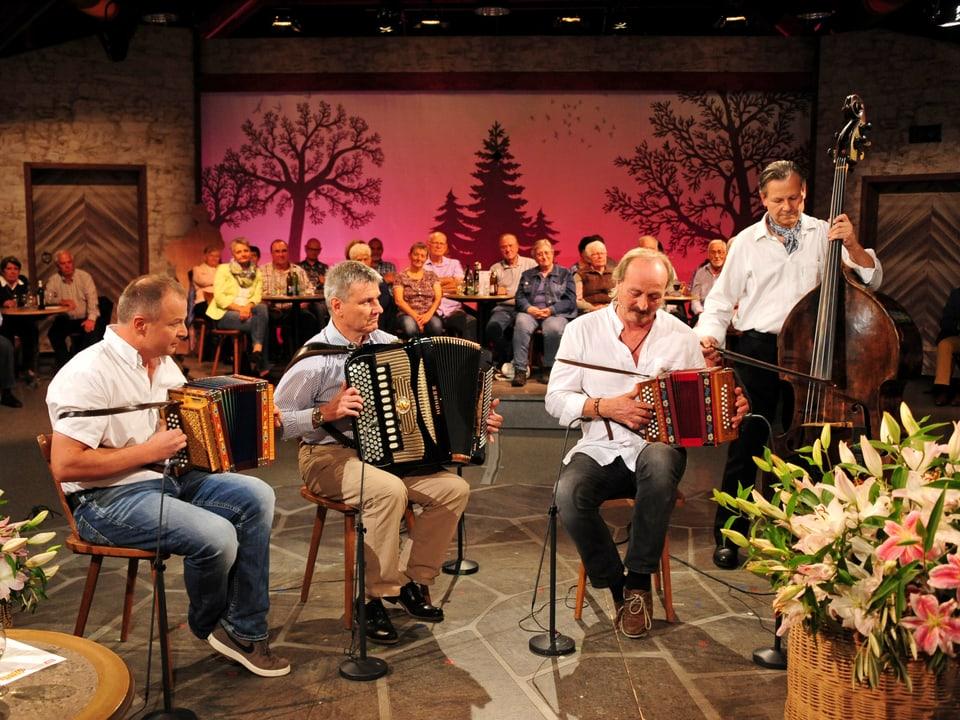Musikgruppe bestehend aus 2 Schwyzerörgeli, Akkordeon und Kontrabass
