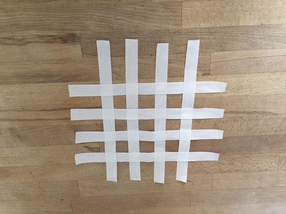 Raster aus Papierstreifen.