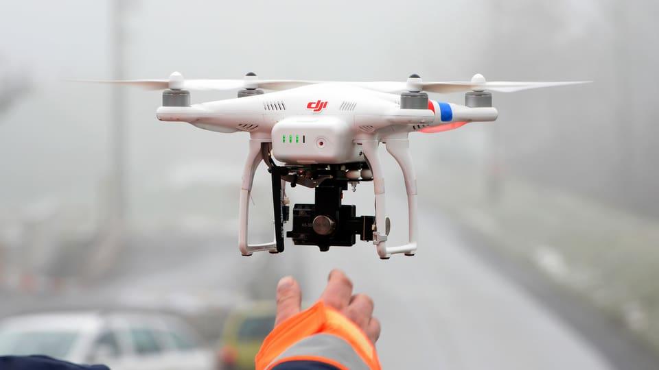 Ina drona per fotografar e far films.