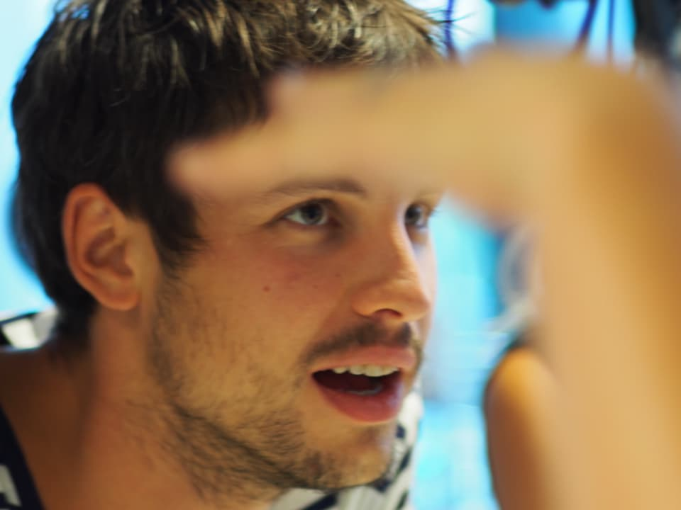 Porträt von Bassist Georg Dillier.