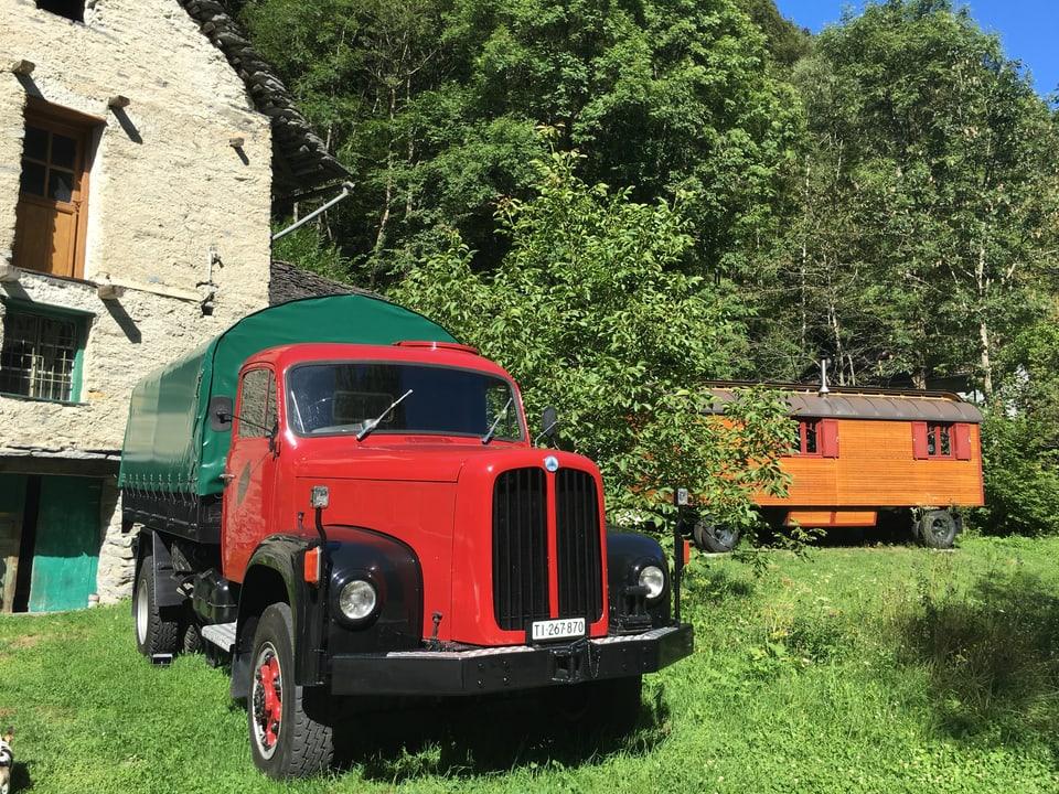 Max' Saurer-Lastwagen startet ins Tal.