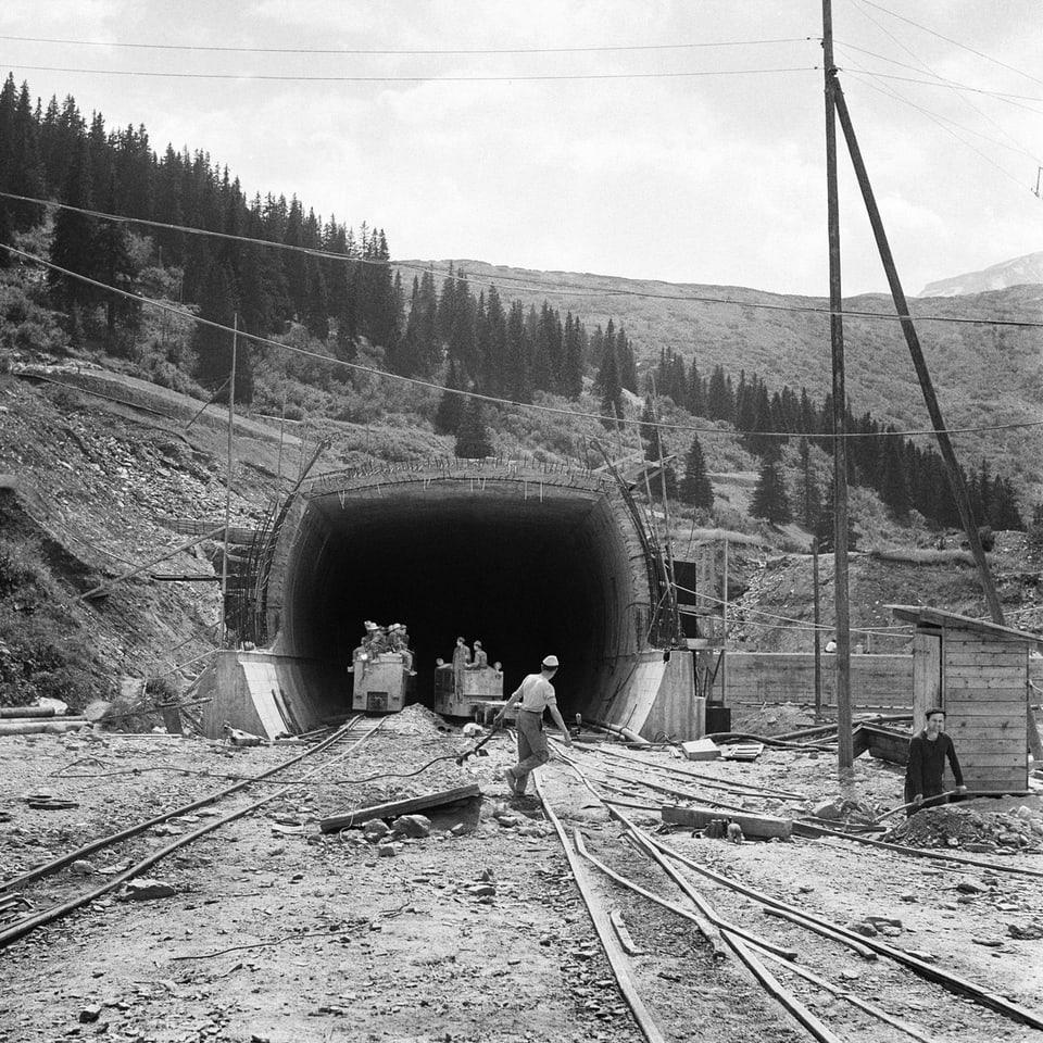 1967 – l'onn cura ch'il tunnel dal San Bernardino vegn inaugurà