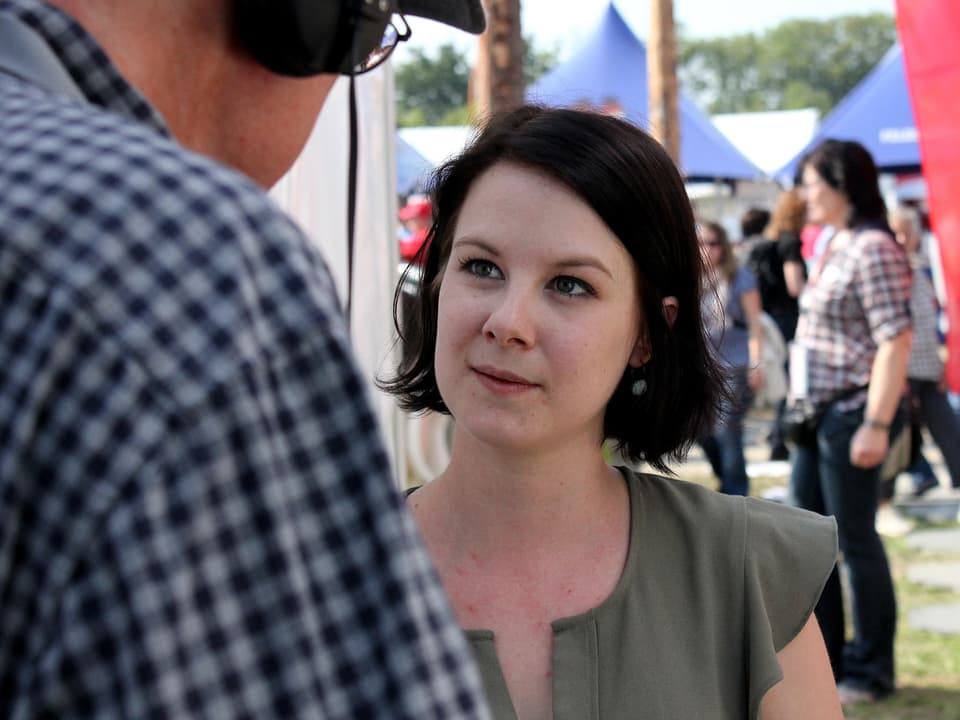 Jürg Oehninger interviewt Aline Conrad.