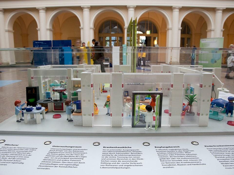 Spital als Playmobil-Modell
