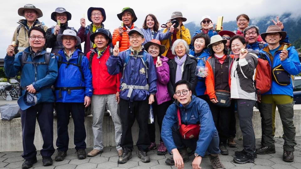 Findet Mona: Posieren mit der südkoreanischen Reisegruppe