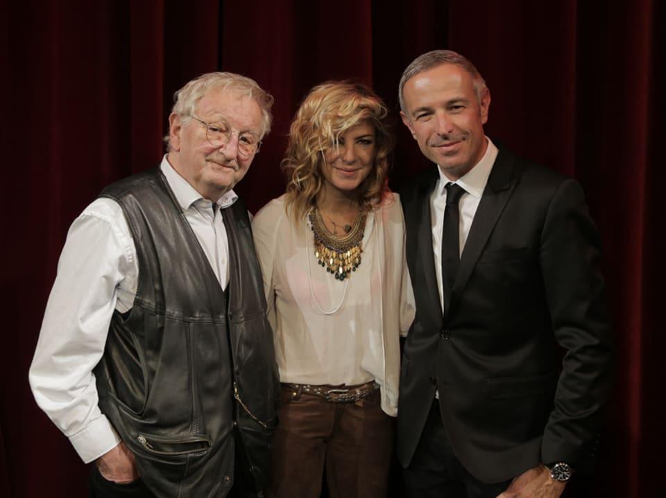 Peter Bichsel (links) mit Eliana Burki und Gastgeber Dani Fohrler.