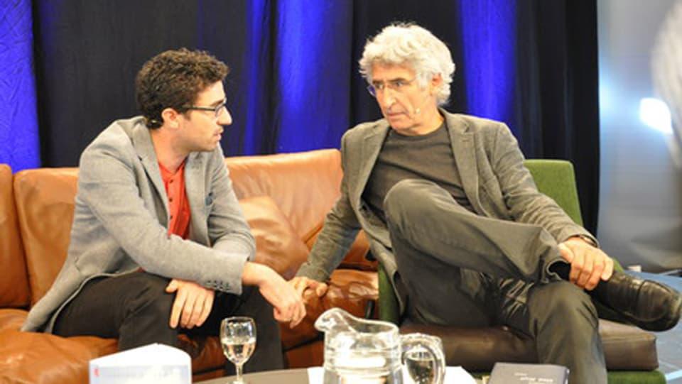 Martin Camenisch e Clà Riatsch en discussiun.