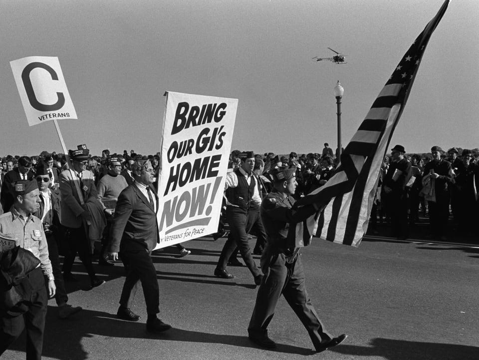 1967 – adina puspè datti demonstraziuns encunter la guerra en il Vietnam