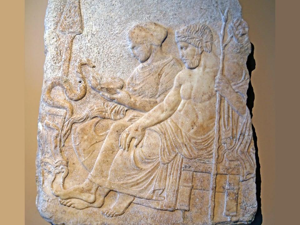 Marmorrelief von Hygieia und Asklepios im archäologischen Museum von Istanbul