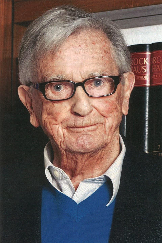 Porträtbild von Sepp Renggli mit Brille, weissem Hemb, blauem Pullover und schwarzer Weste.