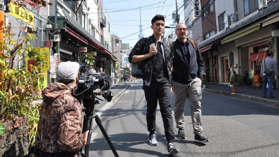 Patrick Rohr und Übersetzer Dennis Ginsig in in Tokyo