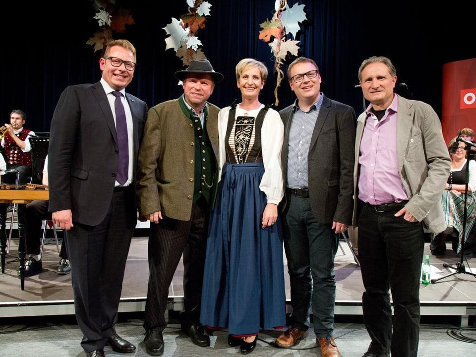 Gruppenbild mit fünf Männern und einer Frau.
