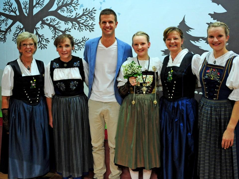 Gruppenbild  mit Marie-Theres von Gunten, Doris Erdin, Nicolas Senn, Arlette Wismer, Priska Wismer, Léonie Wismer.