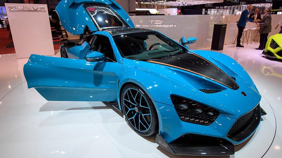 Auto modern blau.
