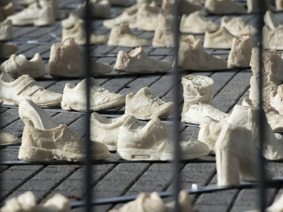«Panopticon» da Oppy De Bernardo sin la Piazza Manzoni a Lugano.