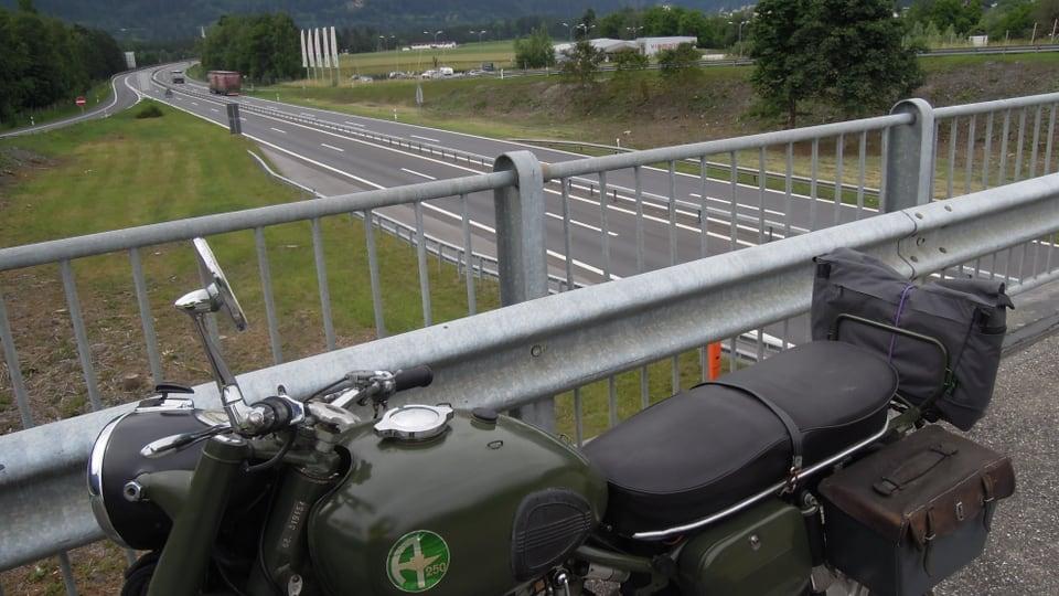 Protestà cun success: Oz passa l'autostrada tranter Farschno e Tusaun.