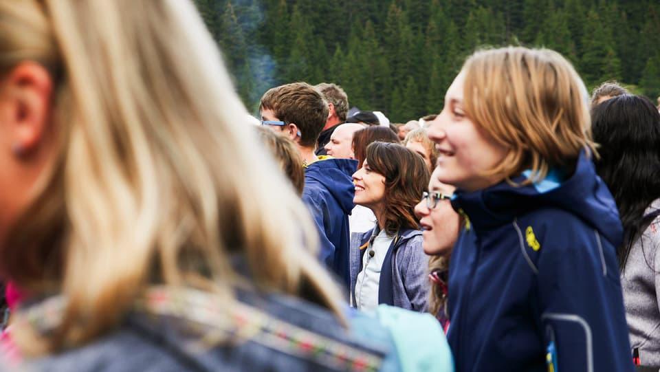 Mona Vetsch im Publikum des Schlager-Open-Airs «Der Berg bebt»