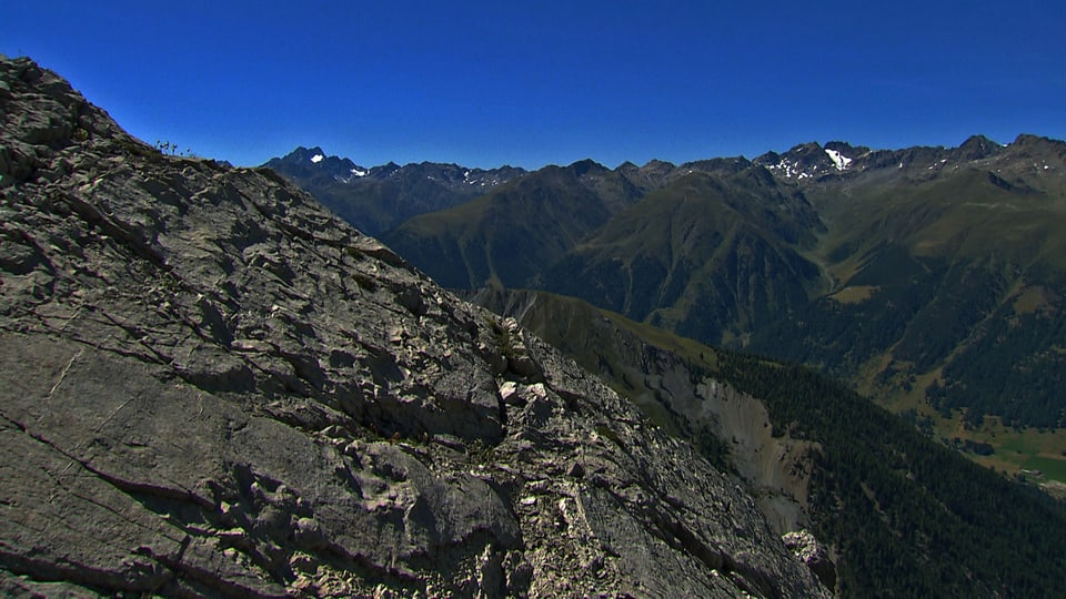 Wilde Schönheit: Natur pur ohne Eingriffe des Menschen soll im Schweizerischen Nationalpark für alle Zukunft erhalten bleiben. (Sicht in die Weite)
