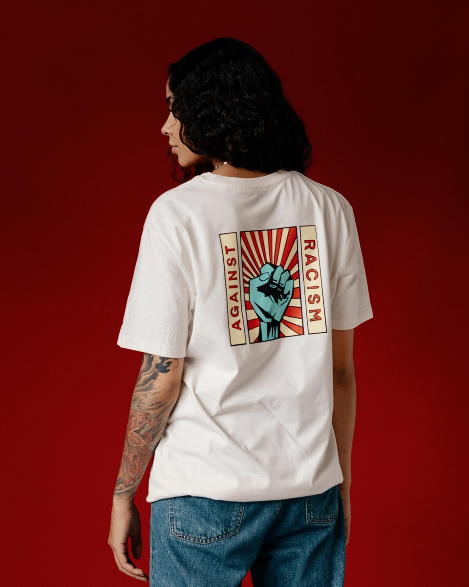 Naomi Lareine im Against-Racism-Shirt