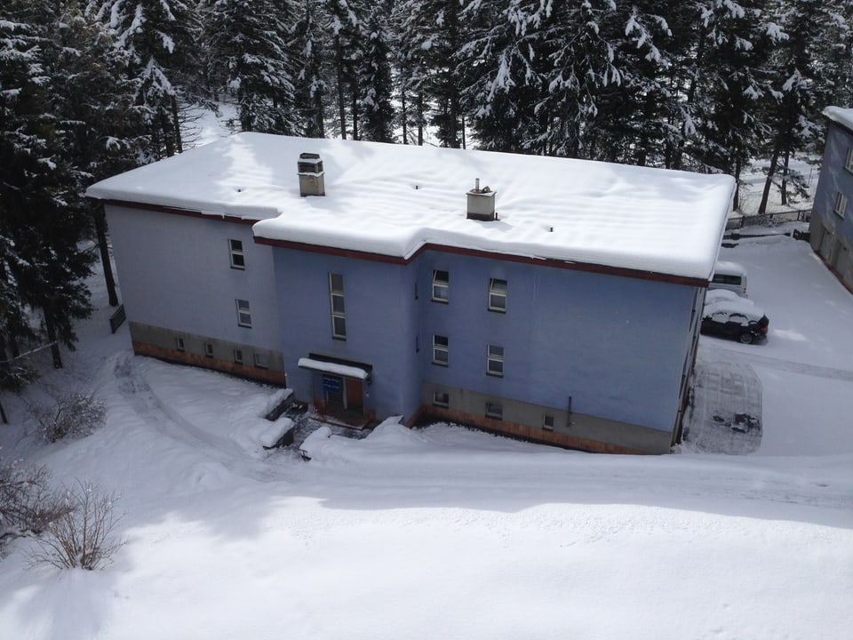 In diesem Haus der Siedlung «Blaue Häuser» wurde 1936 der Nazi Wilhelm Gustloff von einem jüdischen Studenten erschossen.