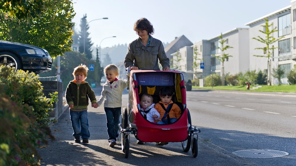 Mammas dal di levgeschan il mintgadi per bleras famiglias er en il Grischun (maletg simbolic).