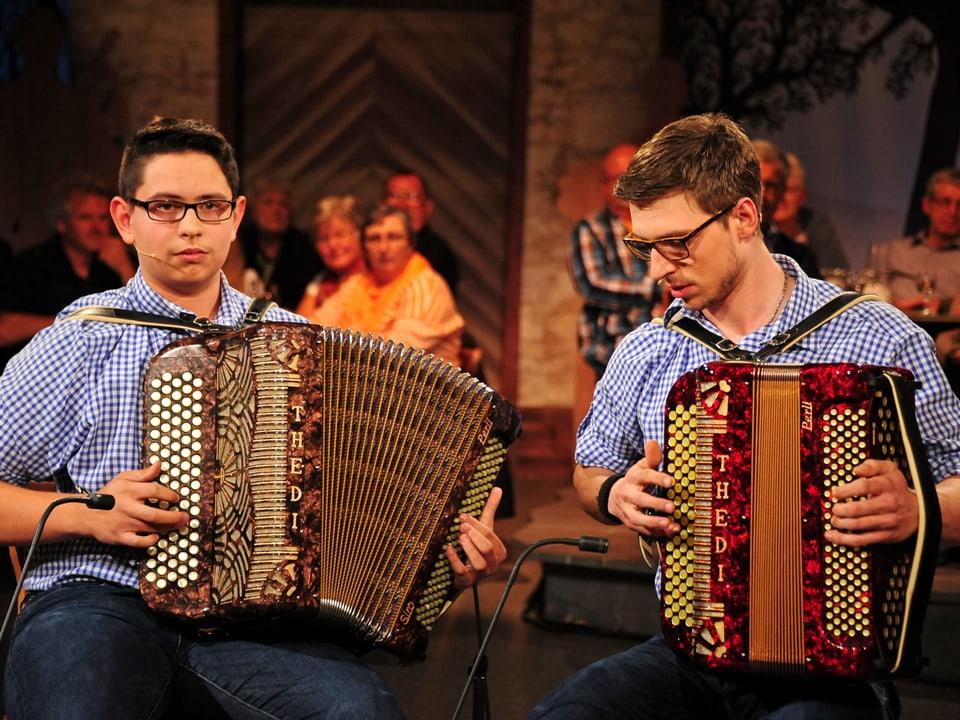 Die zwei Akkordeonisten Siro Odermatt und Oliver Marti.