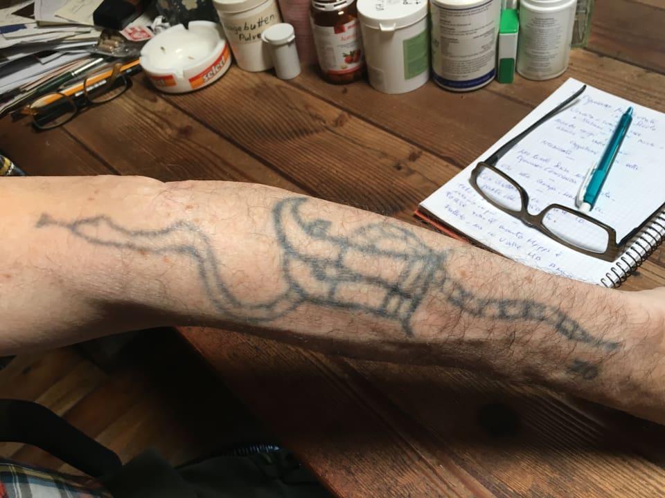 Eli Mordasinis Arm voller Tatoos.