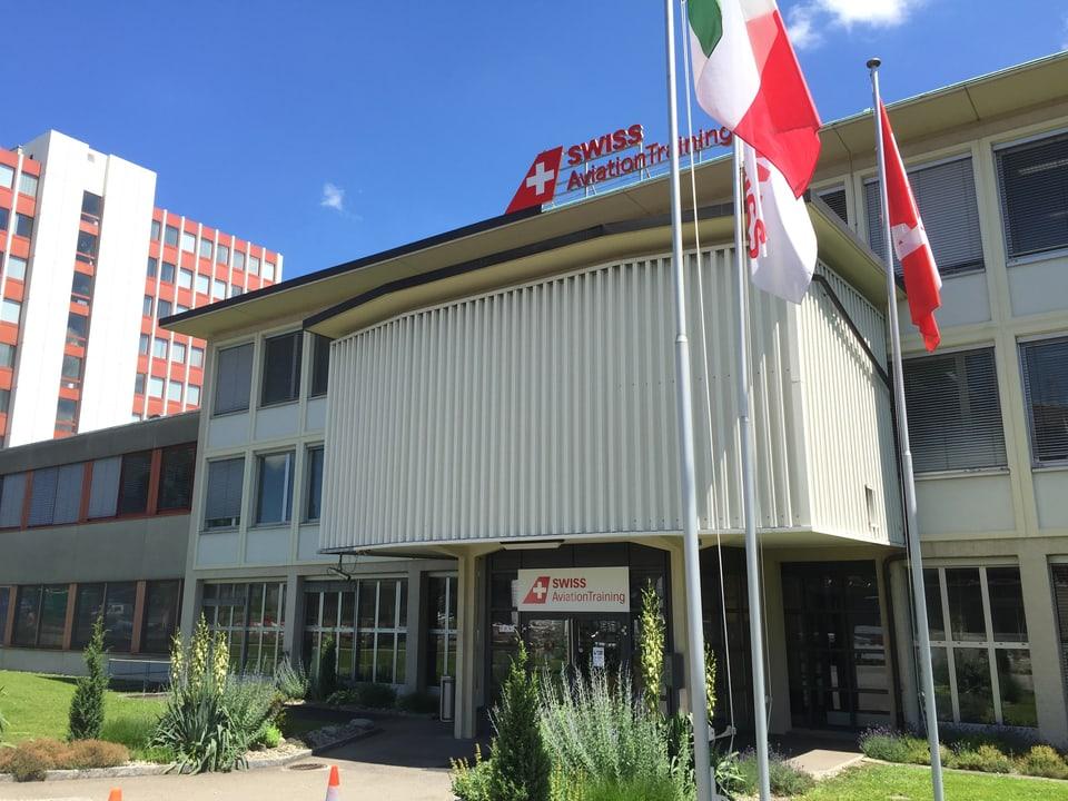 Aussenansicht vom Trainingszentrum der Fluggesellschaft Swiss.