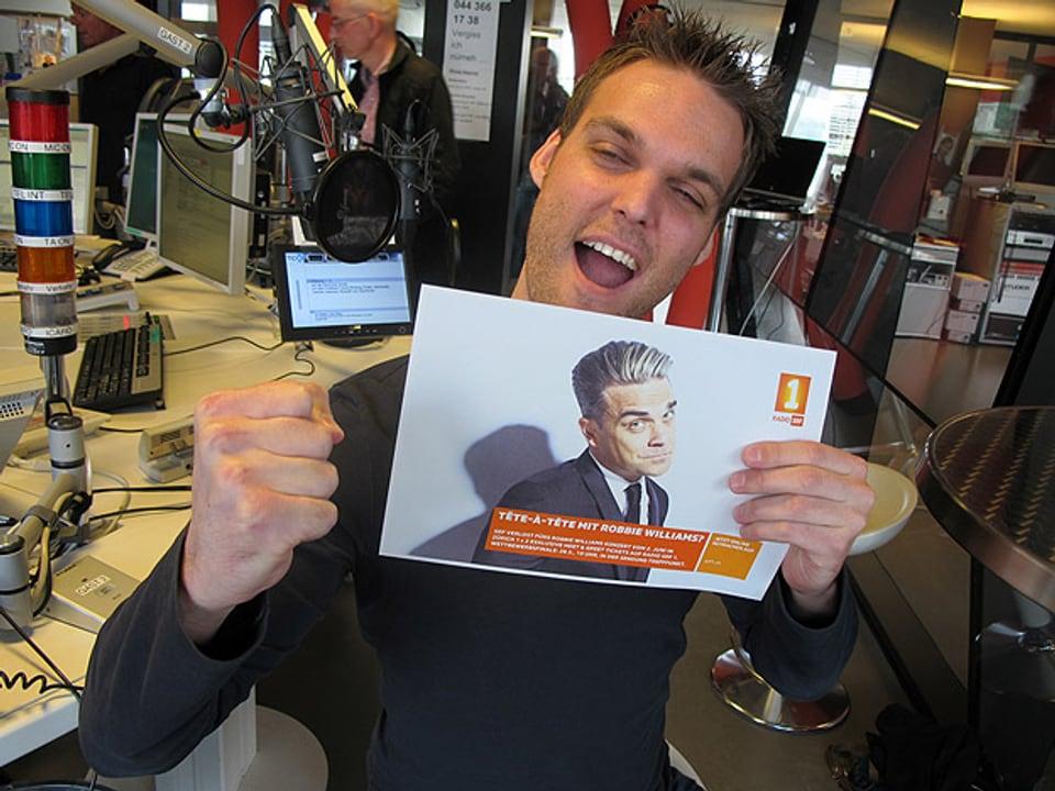 Stefan Siegenthaler mit dem Kandidaten im Studio.