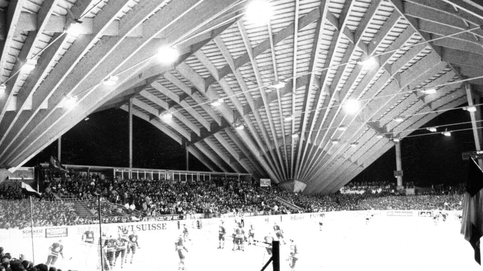 Il stadion da glatsch dal HCD sco ina catedrala