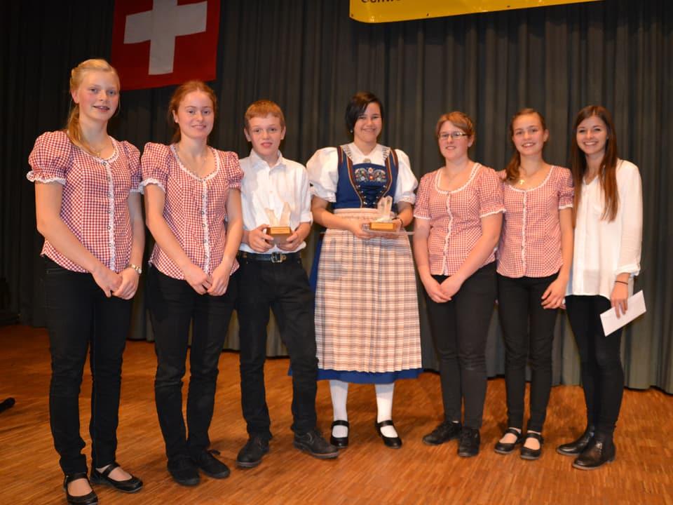 Gruppenbild mit den glücklichen Siegerinnen und Siegern.