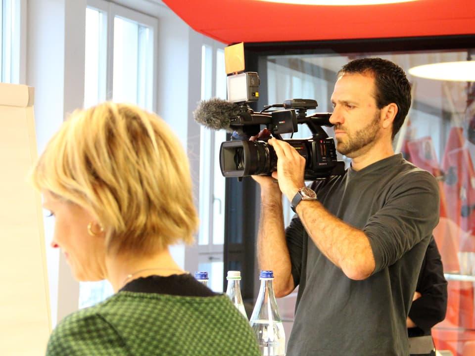 «Schweiz aktuell» filmt die Jury.