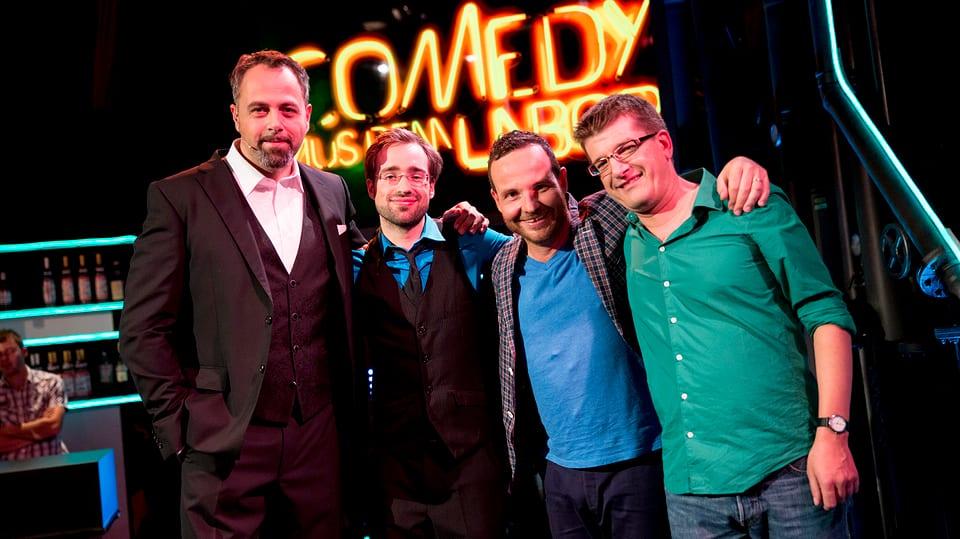 Michel Gammenthaler, Jan Rutishauser, Claudio Zuccolini und Nils Heinrich, Gruppenfoto in der Labor Bar.