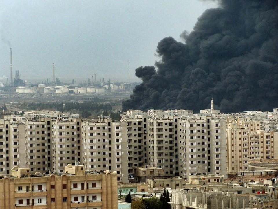 Wohnquartier, Rauchwolke nach Bombenabwurf