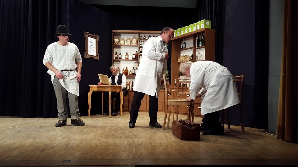 trais acturs dal teater «La MALpaziainta».