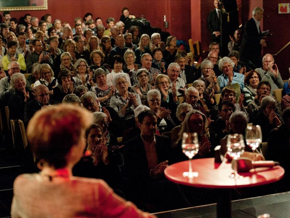 Blick von der Bühne ins Publikum.