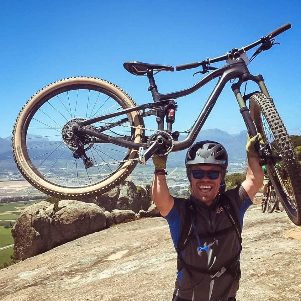 Flurin Raffainer auza ses bike.