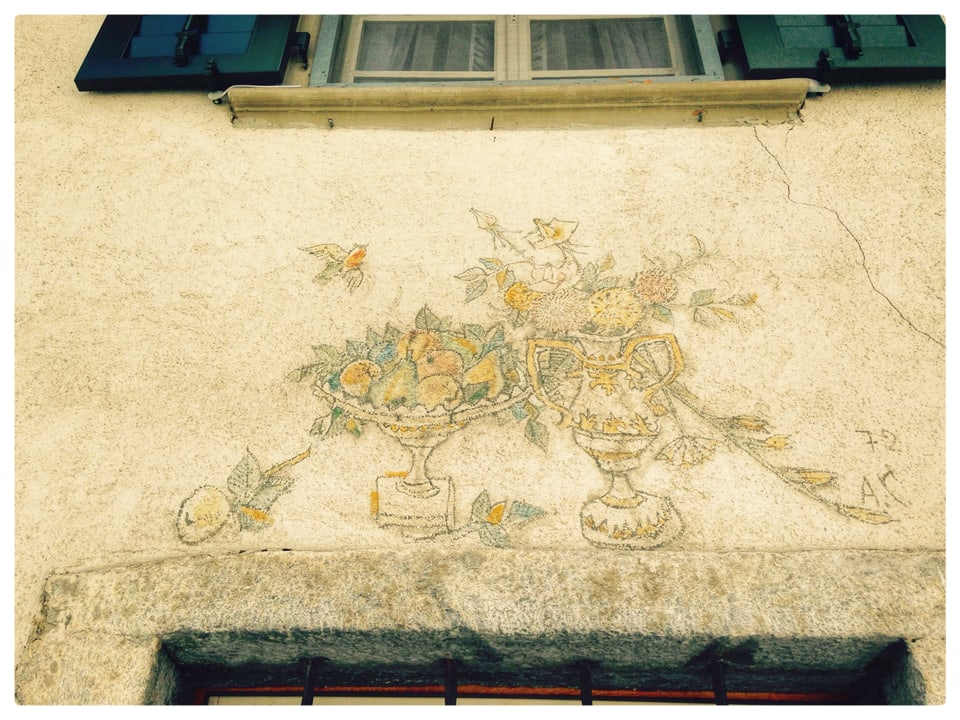 Ornament fatg dad Alois Carigiet sur l'isch da sia chasa paterna