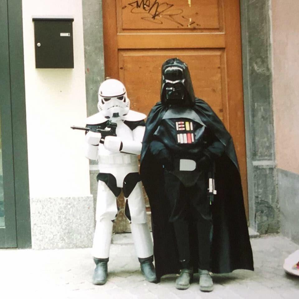 Cun costum da Star Wars a tschaiver.