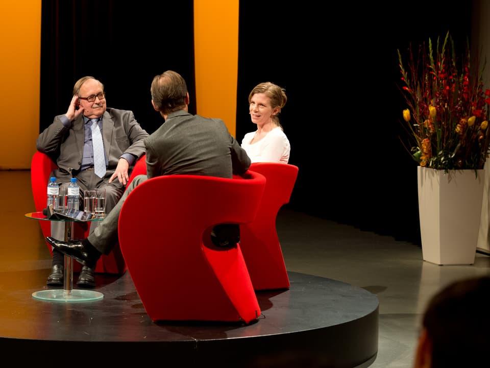 «Persönlich»-Runde mit alt Bundesrat Samuel Schmid, Kerstin Birkeland Ackermann und Gastgeber Christian Zeugin.