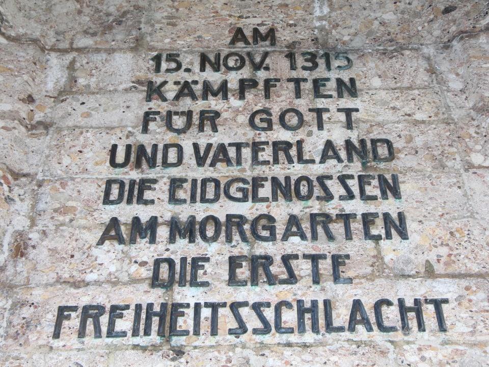Die Inschrift im Morgartendenkmal.