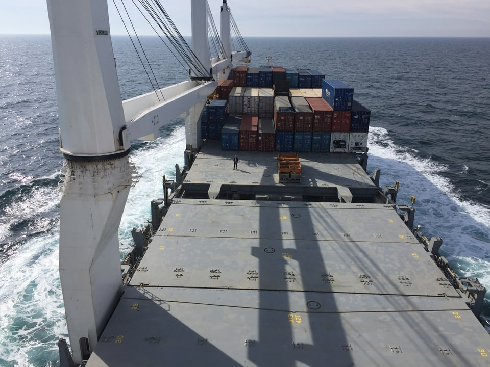 Frachtschiff von oben.