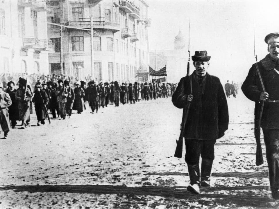 Schuldads da l'armada cotschna (l'armada bolschevistica) en il 1917