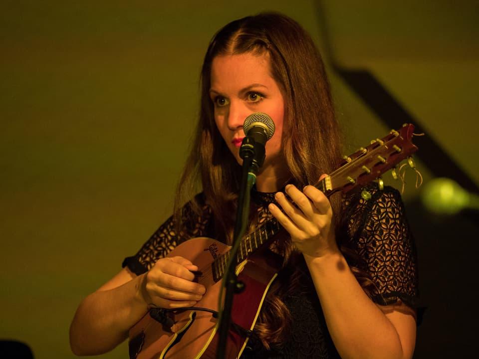 Die Luzerner Sängerin und Multiinstrumentalistin Heidi Happy.