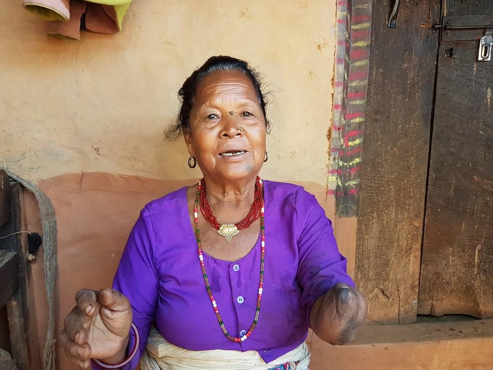 Das Bidl zeiigt eine Frau aus Nepal.