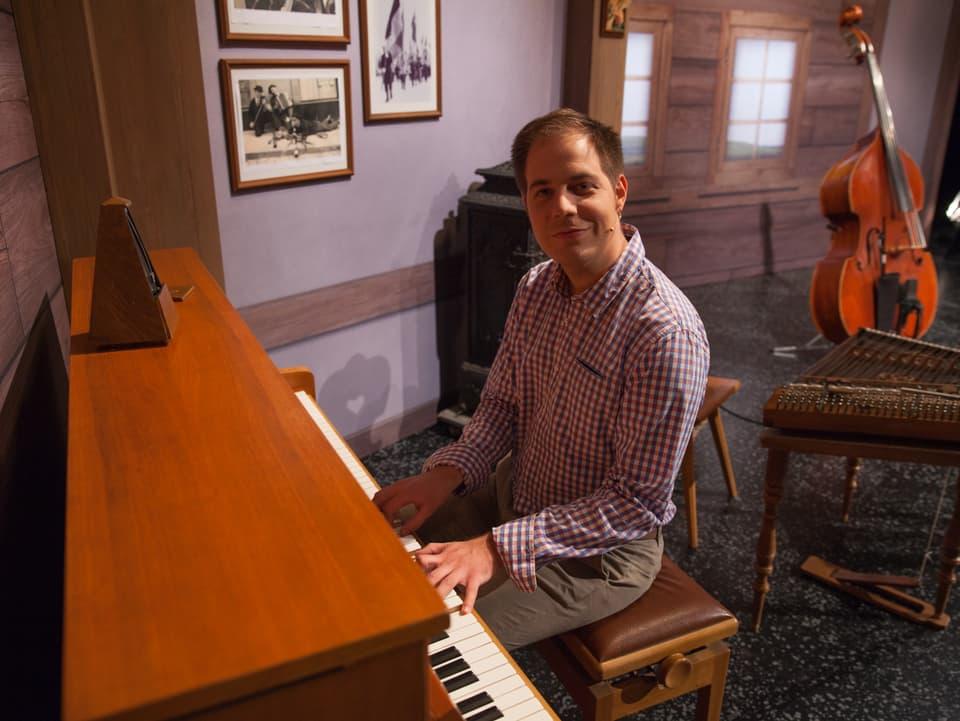 Laurent Girard am Klavier.